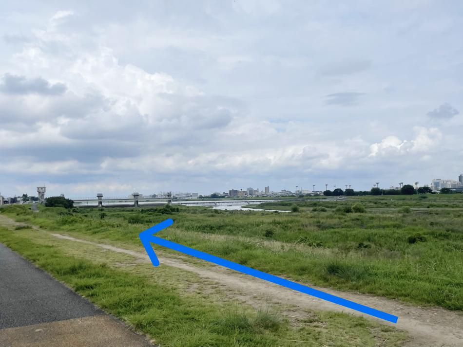 河川敷に上がったら上流の方に少し歩きます