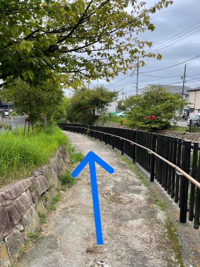 橋本橋から二ヶ領用水に降りる下り道